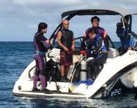 沖縄の珊瑚植え付けに向かう